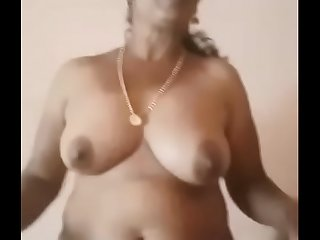 Trichy hot aunty showing her nude  body with tamil audio