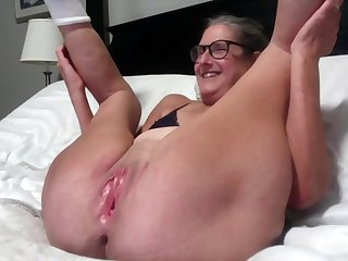 Beautiful Mature Silversquirter Gets Her Wet Pussy Licked While Spread Wide Milf