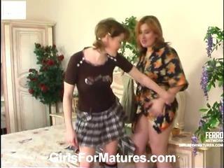 Elisabeth&Ninette pussyloving mom in action