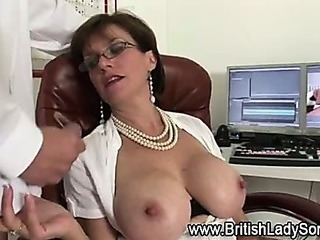 Mature Lady sonia aids cumshot