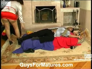 Laura&Sebastian leggy mom in action