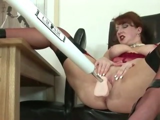 Mature stocking brit uses a fuck machine orgasm