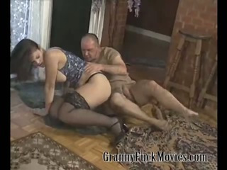 Mature slut like a big dick in her pussy