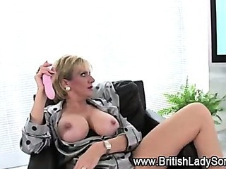 Mature british babe uses toy