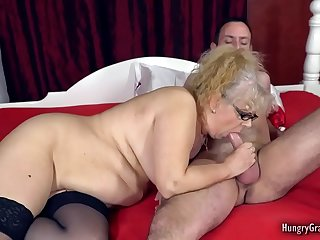 Chubby GILF showing what 50 years of experience can do